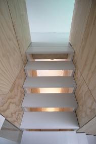 skinnyscar-24-v1-stairs-vista